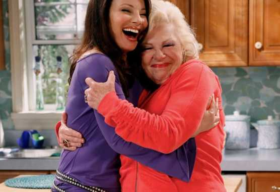 Fran Drescher ritrova la mitica 'Zia Assunta' in Happily Divorced su Comedy Central | Digitale terrestre: Dtti.it