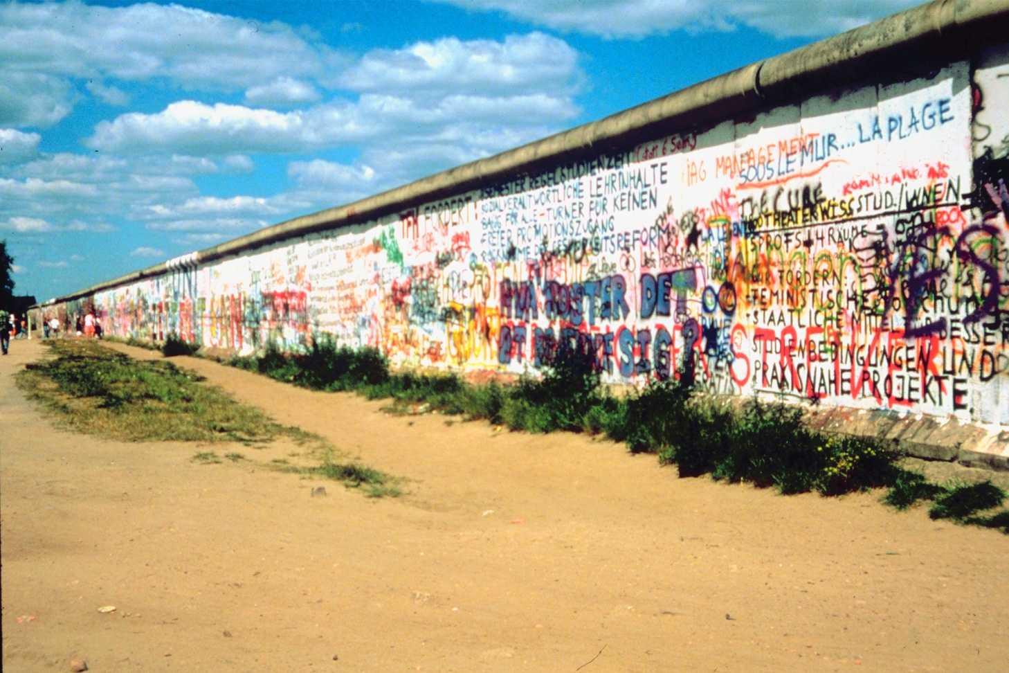 Berlino - Fuga per la libertà, History celebra la caduta del muro di Berlino | Digitale terrestre: Dtti.it