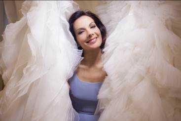 """Su Real Time, Alessandra Rinaudo aiuta le giovani spose nella scelta de """"L'abito dei sogni"""""""