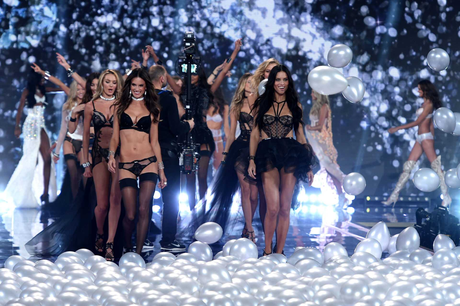 "Victoria's Secret Fashion Show 2014: su Sky Uno HD l'ultimo dell'anno con gli ""angeli"" di Victoria 