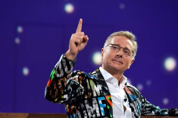 "PAOLO BONOLIS PRESENTA "" le iene presentano scherzi a parte "" Roma studi elios"