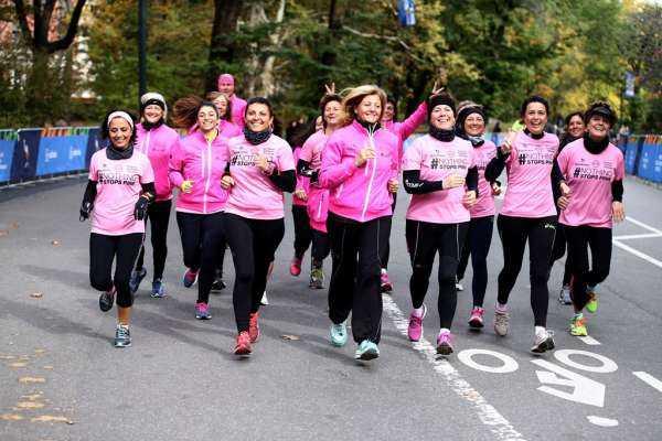 Real Time: #NothingStopsPink, 10 donne operate di tumore al seno affrontano la Maratona di New York | Digitale terrestre: Dtti.it