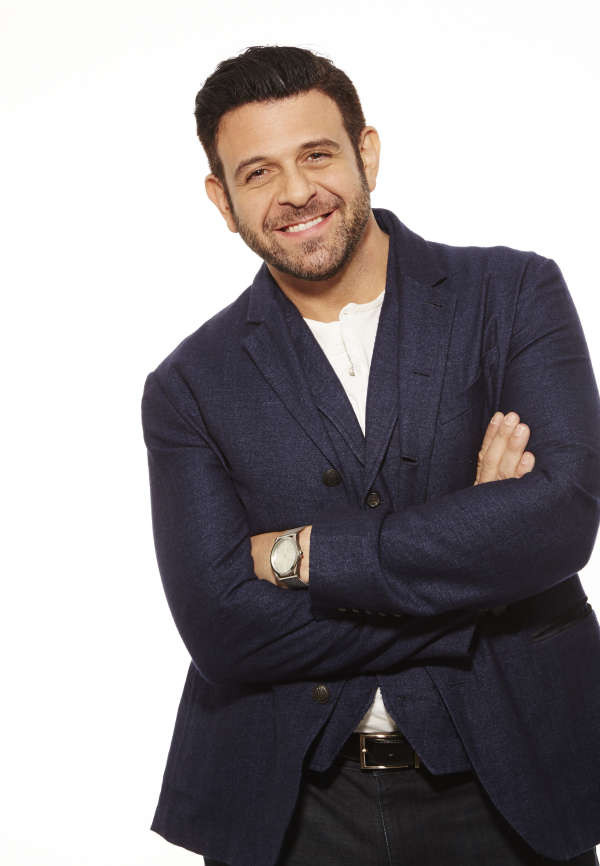 "Su Fine Living Adam Richman presenta ""Man Finds Food"", da Lunedì in prima tv"