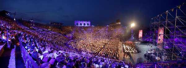 Arena di Verona 2015: lo spettacolo sta per iniziare con Paolo Bonolis e Belen Rodriguez | Digitale terrestre: Dtti.it