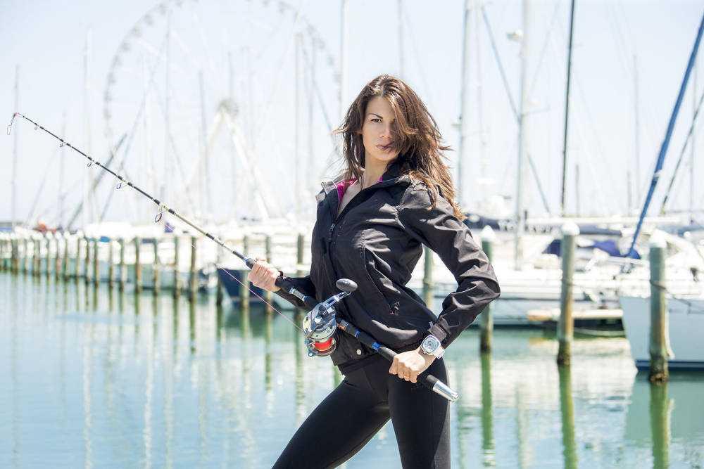 """Arriva su Explora HD """"The Fishing beauty"""" una modella si trasforma in pescatrice estrema"""