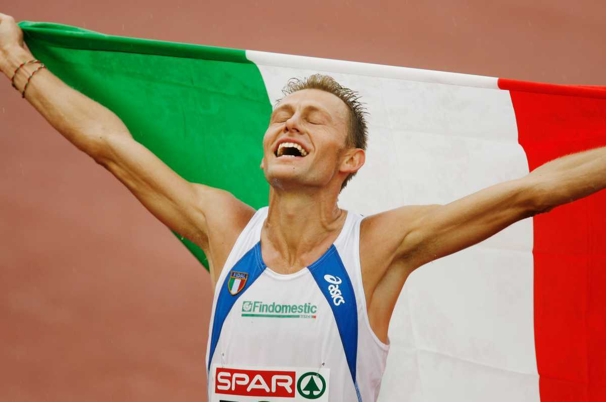 GOTHENBURG, SWEDEN - AUGUST 13:  Stefano Baldini of Italy celebrates winning gold during the Men's Marathon on day seven of the 19th European Athletics Championships at the Ullevi Stadium on August 13, 2006 in Gothenburg, Sweden.  (Photo by Ian Walton/Getty Images)