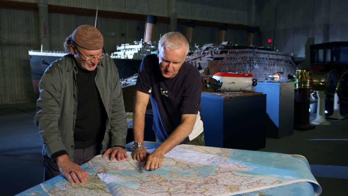LOS ANGELES - James Cameron and Simcha Jacobovici planning their route (Photo Credit: Associated Producers LTD)