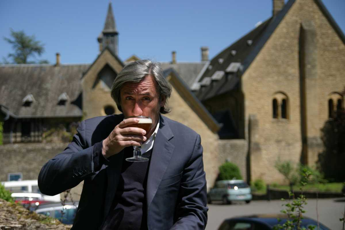 Picture Shows: Andrew Graham-Dixon enjoying Dutch beer, The Netherlands. All episodes
