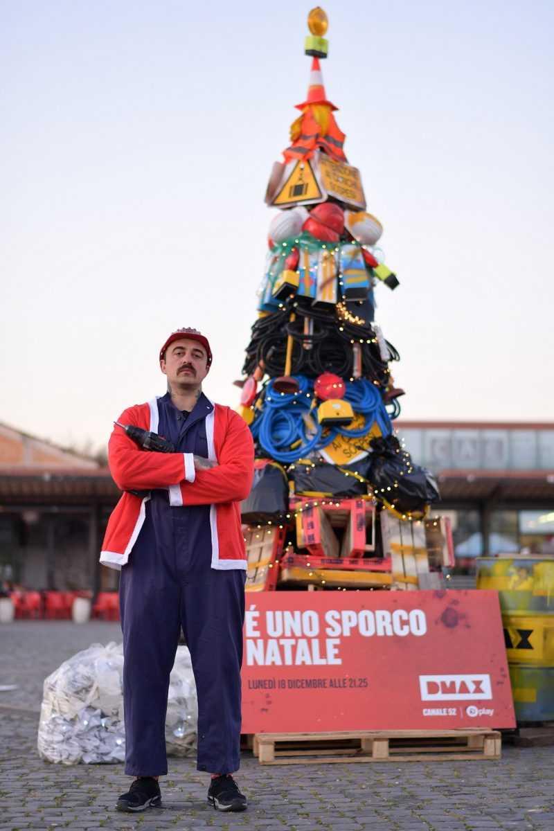 Roma, 06/12/2017 E' uno sporco Natale Nella foto: Chef Rubio allestisce l'albero di E' uno Sporco Natale.