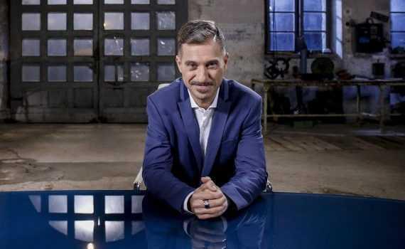 Boss in incognito: Gabriele Corsi conduce la quinta stagione su Rai2