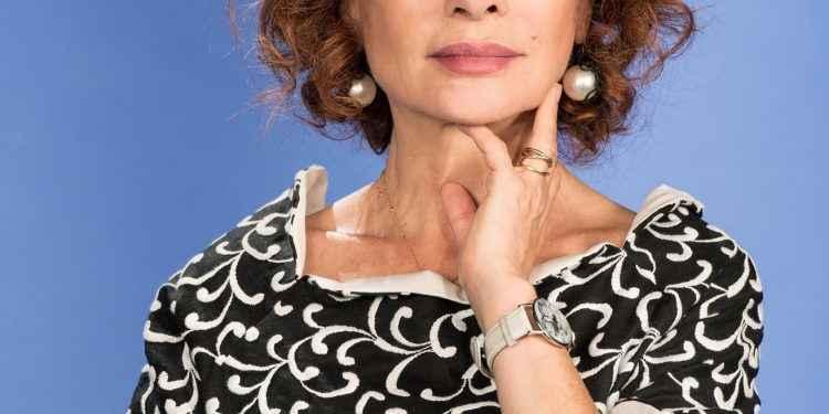 """TV8: Alda D'Eusanio conduce """"Vite da copertina - Tutta la verità su..."""""""