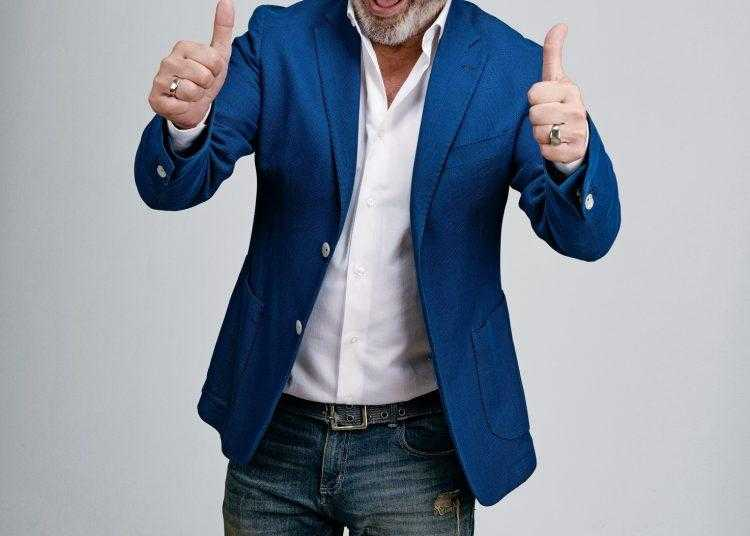 """Comedy Central: in prima tv assoluta """"Maurizio Battista - Comedy Celebration"""", il nuovo spettacolo dell'irriverente comico romano"""