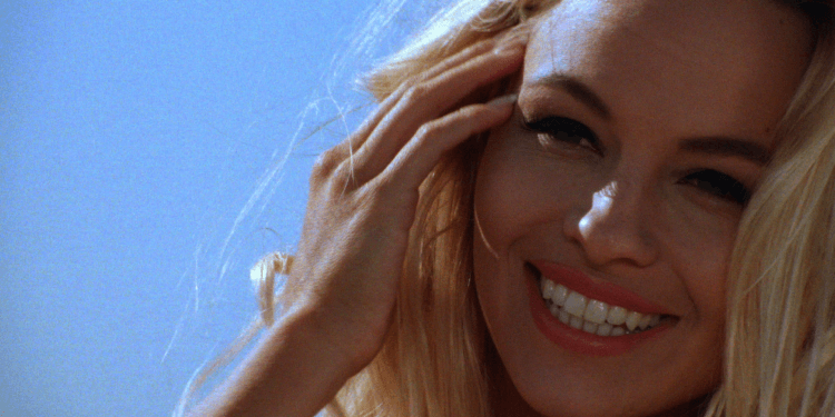 Pamela Anderson arriva a Malibù! La terza stagione di Baywatch Remastered su Spike