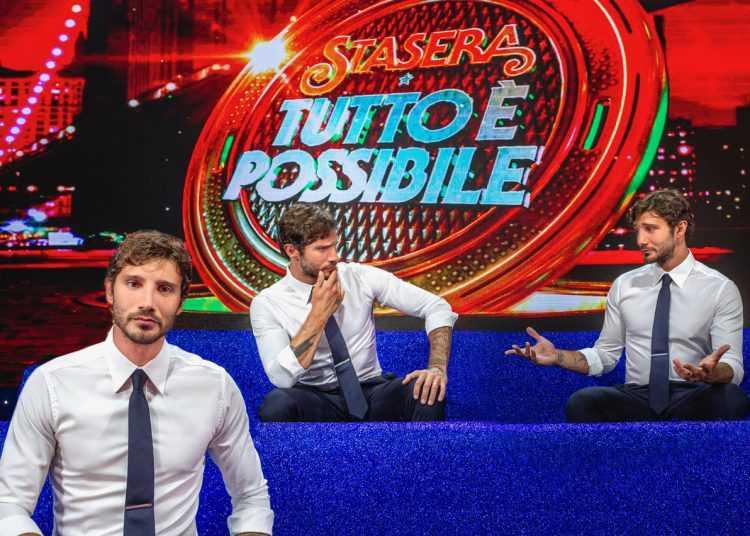 Stefano De Martino conduce Stasera tutto è possibile su Rai2