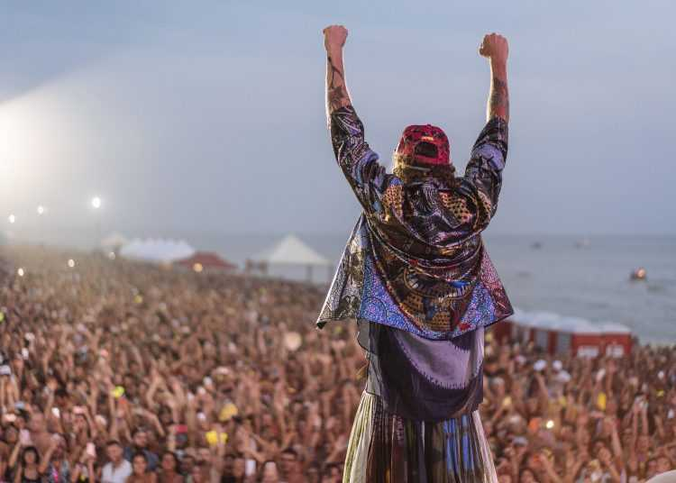 """VH1 presenta """"Special Jova Beach party"""": il reportage esclusivo sul tour dell'artista"""