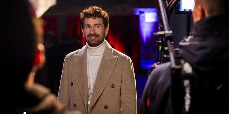 """Alessandro Siani in esclusiva su Sky con il one-man-show cinematografico """"Stasera felicità"""""""