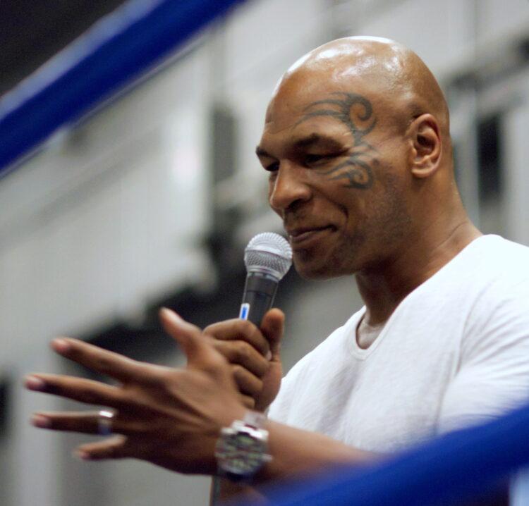 Stanotte torna Mike Tyson: ecco l'orario dell'incontro e come vederlo